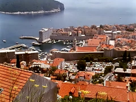 dubrovnik bay - mare adriatico video stock e b–roll