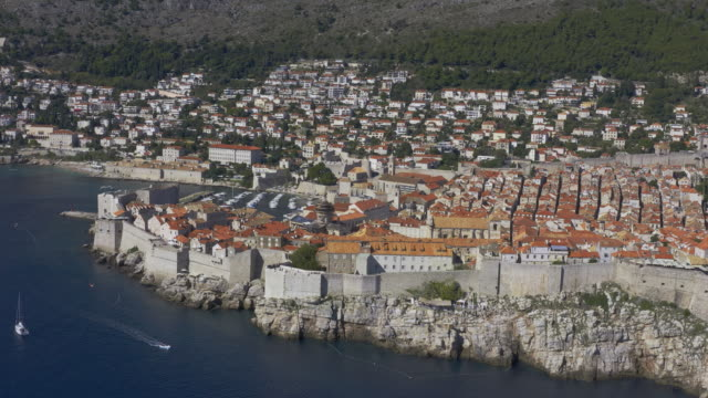 dubrovnik in the fall - mare adriatico video stock e b–roll