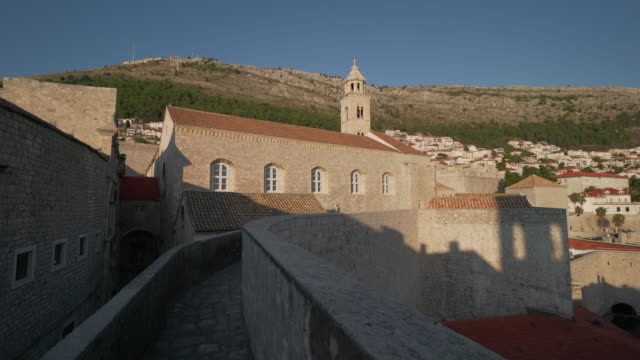 dubrovnik old town walls - surrounding wall stock-videos und b-roll-filmmaterial