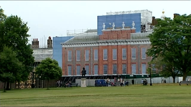 duchess of cambridge admitted to hospital for the royal birth london kensington palace close shot scaffolding long shot palace with fake facade... - fake hospital stock videos & royalty-free footage
