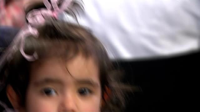 duchess of cambridge attends fostering network reception; england: london: islington: int **beware flash photography** little girl waiting / sign... - familjehem bildbanksvideor och videomaterial från bakom kulisserna