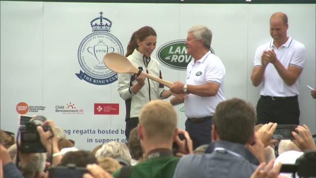duchess of cambridge given wooden spoon for finishing last in the king's cup regatta, cowes, isle of wight - regatta stock-videos und b-roll-filmmaterial