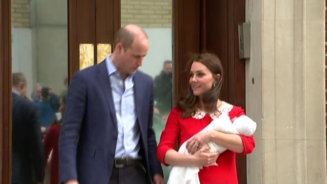 Duchess of Cambridge gives birth to baby boy ENGLAND London Paddington EXT Prince William Duke of Cambridge standing next to Catherine Duchess of...