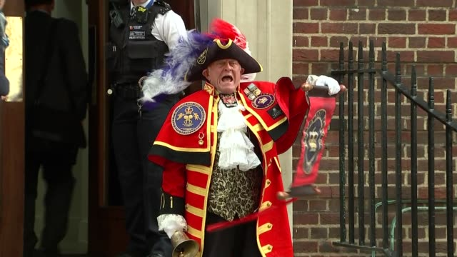Duchess of Cambridge gives birth to baby boy Town crier outside hospital ENGLAND London Paddington EXT Town crier standing on the steps of the Lindo...