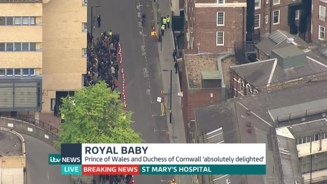itv news special pab air view people gathered opposite lindo wing - メアリー ナイチンゲール点の映像素材/bロール