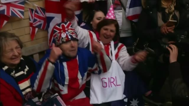 duchess of cambridge gives birth to girl london bt tower with 'it's a girl' illuminated message st mary's hospital various shots wellwishers wearing... - it's a girl stock videos & royalty-free footage