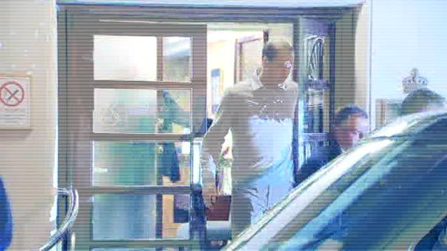 duchess of cambridge is pregnant but in hospital with morning sickness england london marylebone king edward vii hospital photography*** prince... - メリルボーン点の映像素材/bロール