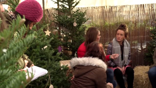 duchess of cambridge pays a festive visit to families at a christmas tree farm in buckinghamshire as she celebrates becoming a royal patron of family... - キャサリン妃点の映像素材/bロール