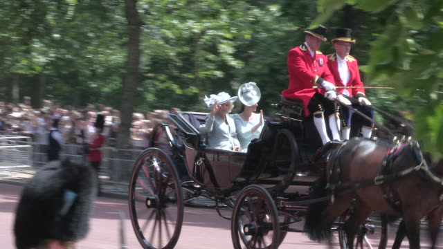 duchess of cornwall and duchess of cambridge riding in an open carriage in the mall with the household cavalry for the trooping the colour. - 軍旗分列行進式点の映像素材/bロール