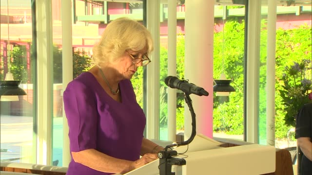 vídeos de stock e filmes b-roll de duchess of cornwall attends royal society of literature reception; england: london: the british library: camilla, duchess of cornwall speech sot - literatura