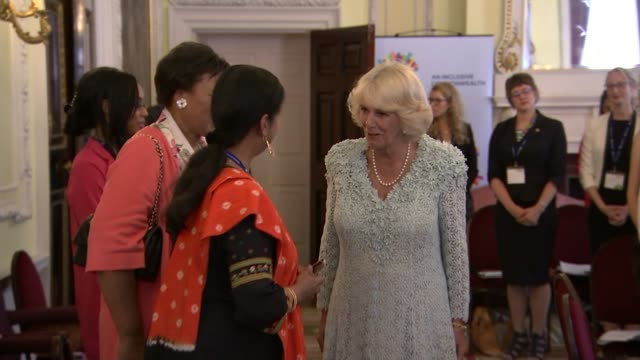 vídeos de stock e filmes b-roll de duchess of cornwall hosts domestic abuse event *** warning camilla into room for meeting and being introduced to women around table / ext camilla and... - domestic room