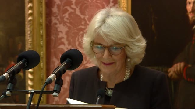 vídeos de stock e filmes b-roll de duchess of cornwall hosts queen's commonwealth essay competition reception camilla duchess of cornwall speech sot gyles brandreth introducing... - gyles brandreth