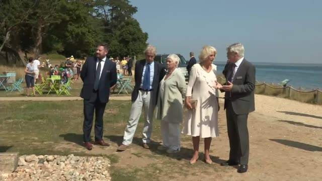 duchess of cornwall visits osborne house with dame judi dench; england: isle of wight: cowes: osborne house: ext camilla, duchess of cornwall ,... - ジュディ・デンチ点の映像素材/bロール
