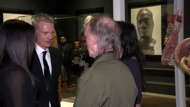 duchess of sussex attends opening of 'oceania' exhibition at royal academy of arts; england: london: royal academy of arts: int meghan, duchess of... - halskette stock-videos und b-roll-filmmaterial