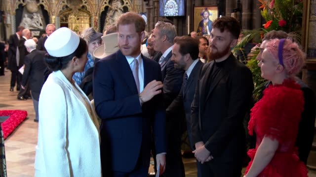 vidéos et rushes de duchess of sussex hurries prince harry along as he talks to guests after the commonwealth day service at westminster abbey - service religieux