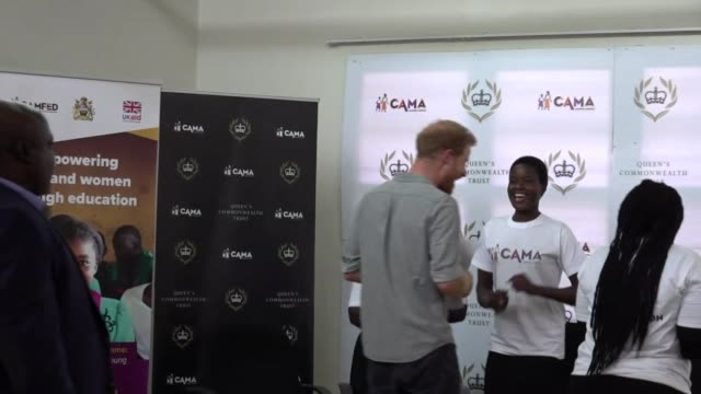 vídeos de stock e filmes b-roll de duchess of sussex joins meeting about female education in malawi via internet link malawi lilongwe nalikule college of education int girls dancing... - skype