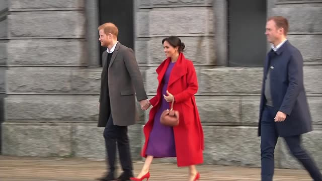 vídeos de stock, filmes e b-roll de duchess of sussex suggests royal baby will be due in late april or early may england merseyside birkenhead ext harry duke of sussex and meghan... - meghan harry