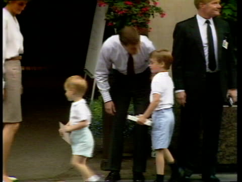 duchess of york baby london portland hospital tms red car along pan lr as prince harry amp prince william seen waving through rear window cbv diana... - prinz william herzog von cambridge stock-videos und b-roll-filmmaterial