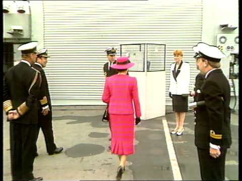 duchess of york debts; duchess of york debts; bbc pool scotland: fife tbv queen elizabeth ii up to duchess of york on board hms edinburgh as duchess... - ヨーク公爵夫人点の映像素材/bロール