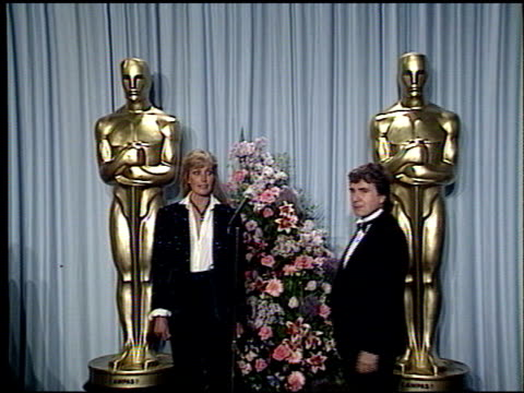 stockvideo's en b-roll-footage met dudley moore at the 1989 academy awards at the shrine auditorium in los angeles california on march 29 1989 - dudley moore