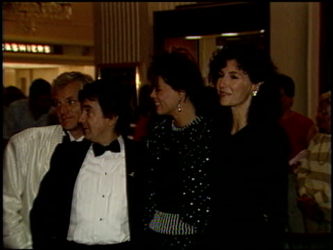 stockvideo's en b-roll-footage met dudley moore at the amnesty international party at the beverly hilton in beverly hills california on september 16 1986 - dudley moore