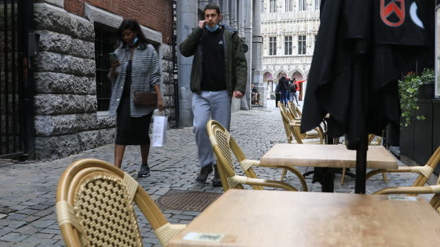 due to quarantine measures put place today bars and pubs have to close, on october 9 in brussels, belgium. in order to counter the very worrying... - town square stock videos & royalty-free footage