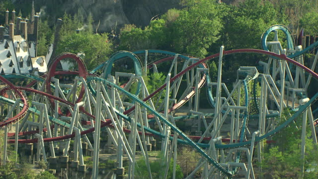 ms td ts dueling dragons rollercoaster painted different colors at universal studios / orlando, florida, united states - north america stock-videos und b-roll-filmmaterial
