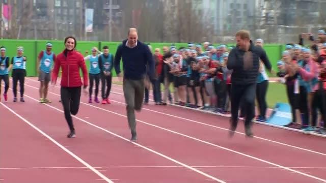 duke and duchess of cambridge attend london marathon 'team heads together' training day; duke and duchess of cambridge attend london marathon 'team... - ウィリアム王子点の映像素材/bロール