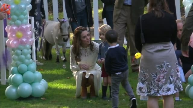 duke and duchess of cambridge attend military families party with george and charlotte canada victoria government house ext prince william duke of... - 公爵点の映像素材/bロール