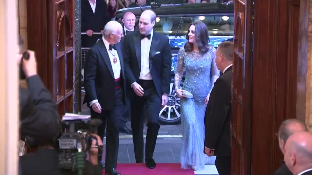 vídeos de stock, filmes e b-roll de duke and duchess of cambridge attend the royal variety performance arrival england london london palladium photography*** car arriving and prince... - variety