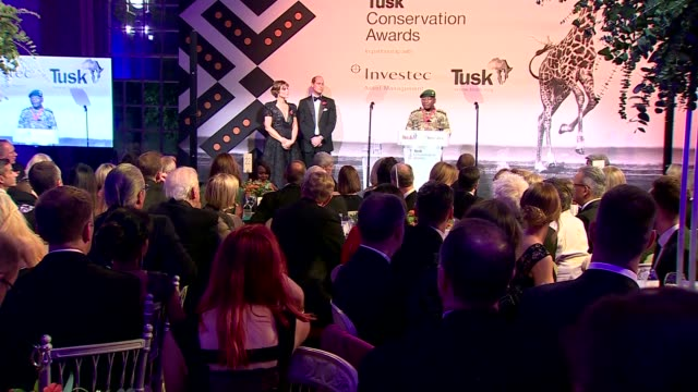 stockvideo's en b-roll-footage met duke and duchess of cambridge attend tusk conservation awards; england: london: westminster: banqueting house: prince william and kate silverton... - kate silverton