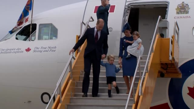 duke and duchess of cambridge begin first state visit with children canada victoria ext duke and duchess of cambridge down steps from plane with... - minister stock-videos und b-roll-filmmaterial