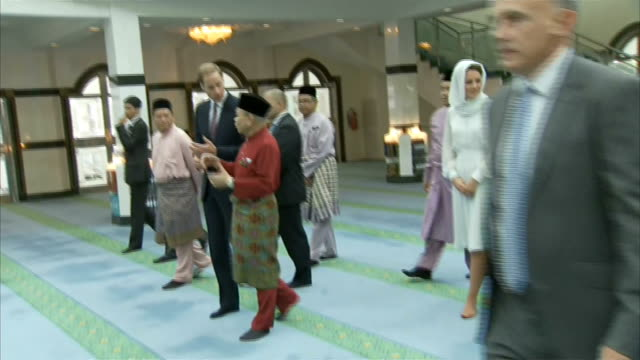 duke and duchess of cambridge far east south pacific tour visit to mosque in kuala lumpur malasia kuala lumpur asyakirin mosque photography***... - visit stock videos & royalty-free footage