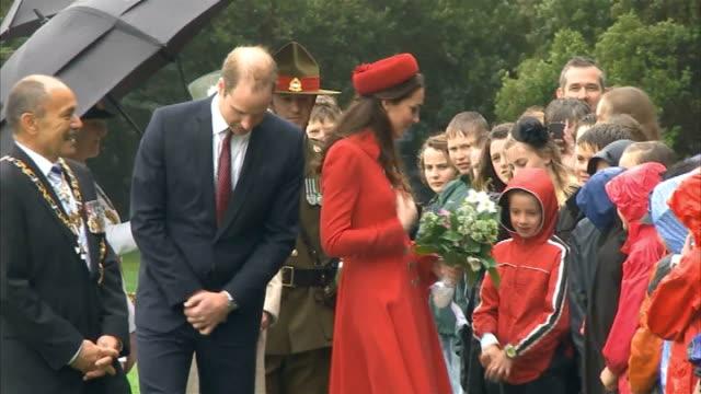duke and duchess of cambridge official visit day 2 742014 children meeting duke and duchess of cambridge - 2日目点の映像素材/bロール