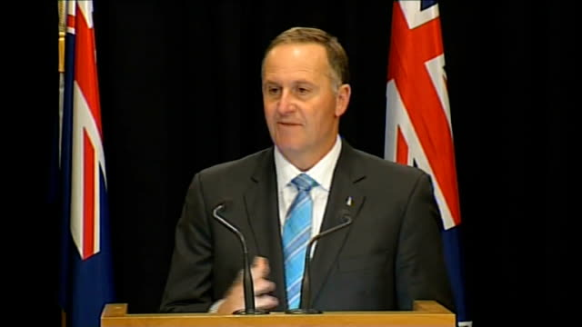 duke and duchess of cambridge official visit day 2 int john key press conference sot - 2日目点の映像素材/bロール