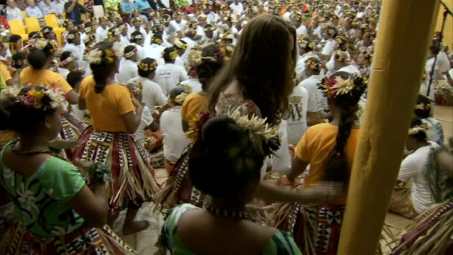 duke and duchess of cambridge pacific island tour day 8 tuvalu general views of kate spraying dancers / general view of kate in floral headdress... - headdress stock videos & royalty-free footage