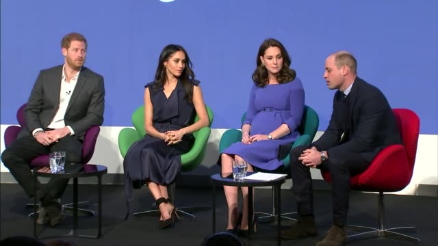 vídeos de stock, filmes e b-roll de duke and duchess of cambridge prince harry and meghan markle royal foundation forum prince william returns to seat for discussion with tina daheley... - realeza