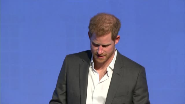 duke and duchess of cambridge prince harry and meghan markle royal foundation forum tina daheley speaking sot prince harry onto stage prince harry... - principe persona nobile video stock e b–roll