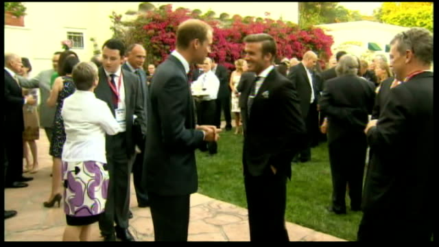 vídeos de stock, filmes e b-roll de day one in california ext guests in garden at reception at the british consulgeneral's home shots of prince william speaking with david beckham... - stephen fry