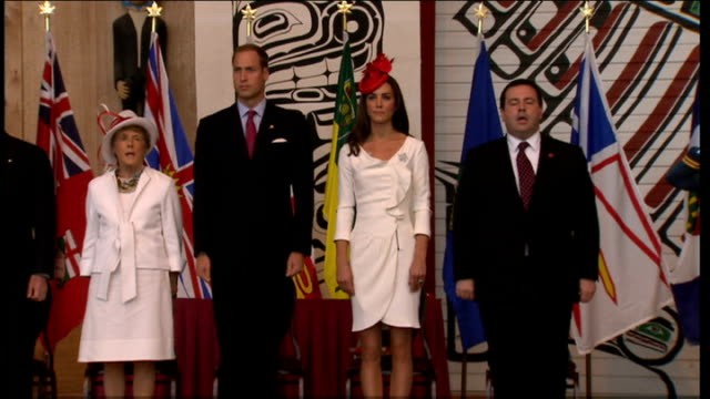 duke and duchess of cambridge royal tour of canada citizenship ceremony more of duke and duchess handing out certificates and flags to new citizens /... - 公爵夫人点の映像素材/bロール
