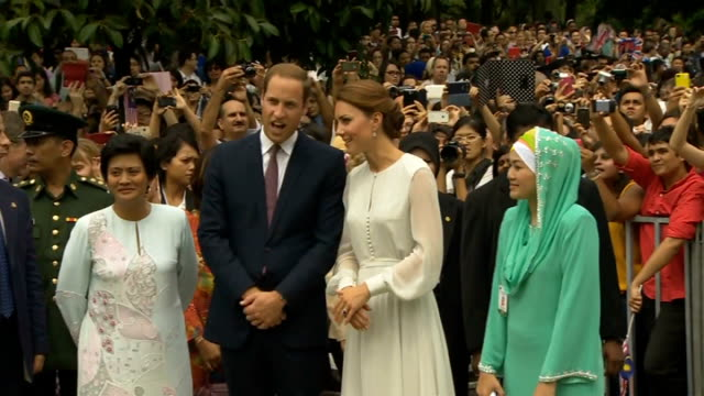 vídeos y material grabado en eventos de stock de duke and duchess of cambridge sue french magazine over topless photographs wiliam and kate along female dancers applauding sot william and catherine... - sin camisa