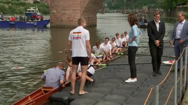 duke and duchess of cambridge take part in boat race: start; germany: heidelberg. ext police security / prince william and catherine arrive at river... - ハイデルベルク点の映像素材/bロール