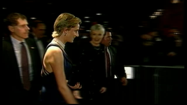 duke and duchess of cambridge three day visit: william meets obama / makes speech; file / 2.2.1989 new york: night princess diana chatting to... - prinzessin diana von wales stock-videos und b-roll-filmmaterial
