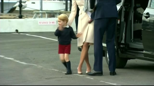 duke and duchess of cambridge tour ends; canada: victoria: victoria harbour: ext prince george waves to press photographers and crowd as from car... - カナダ ビクトリア市点の映像素材/bロール