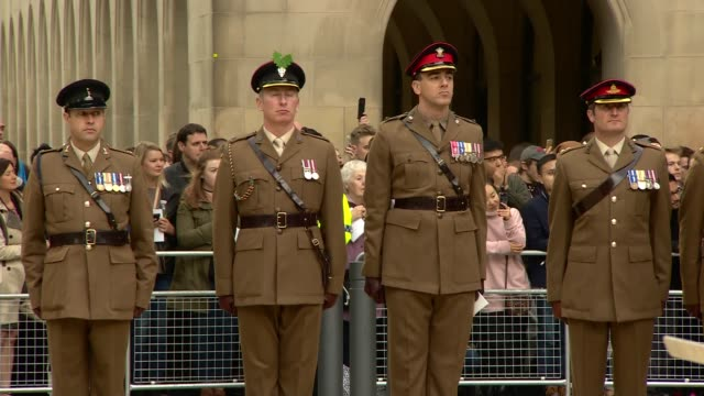 duke and duchess of cambridge unveil paving stones celebrating victoria cross recipients in manchester england manchester ext prince william the duke... - the victoria cross stock-videos und b-roll-filmmaterial