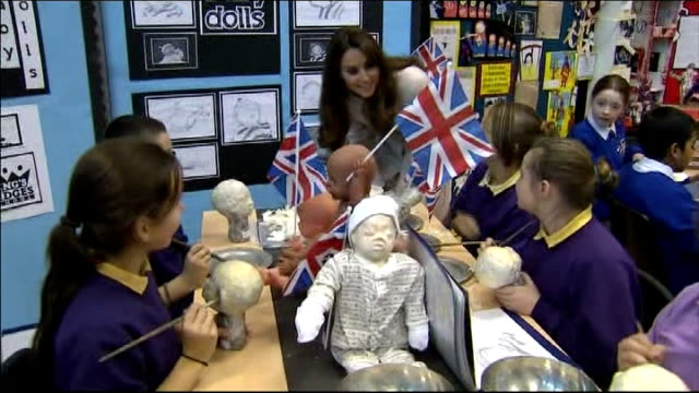 duke and duchess of cambridge visit cambridge; int duchess of cambridge meeting schoolchildren making papier mache babies as asks if any of them have... - papier 個影片檔及 b 捲影像