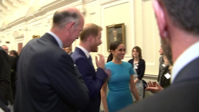 vídeos de stock e filmes b-roll de duke and duchess of sussex attend endeavour fund awards at mansion house; england: london: mansion house: endeavour fund awards: int various of... - esforço