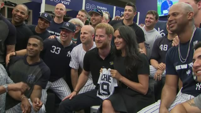 duke and duchess of sussex attend new york yankees v boston red sox baseball game england london london stadium int prince harry duke of sussex and... - strampelanzug stock-videos und b-roll-filmmaterial