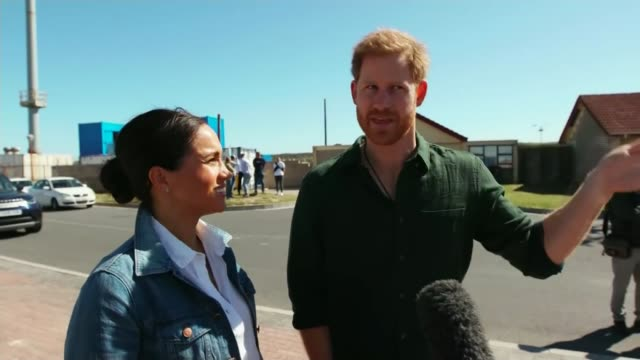 duke and duchess of sussex discuss 'global issue' of mental health as africa tour continues south africa prince harry duke of sussex and meghan... - counselling session stock videos & royalty-free footage