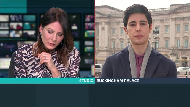 stockvideo's en b-roll-footage met duke and duchess of sussex interview: uk reaction; england: london: gir: int presenter to camera buckingham palace: ext omid scobie live 2-way... - itv